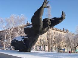 another view of the cool statue in volgograd of mikhail panikakha
