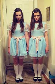 15 twins who are twinning at cosplay dorkly post