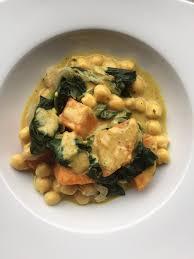 comment cuisiner des epinards curry de patate douce pois chiches et épinards et sa