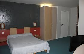 chambre 2 personnes les chambres de l hôtel eychenne centre ville de foix au pied du