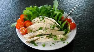 comment cuisiner du blanc de poulet blancs de poulet en court bouillon christiane cuisine