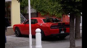 6 4 dodge challenger dodge challenger srt 8 parking coupé 6 4 liter hemi v8 470 ps
