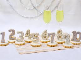 New Year S Day Decorations by New Year U0027s Eve Cookie Centerpiece U0026 Favors Hgtv
