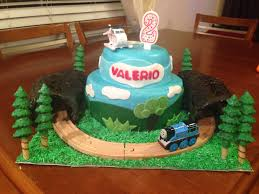 thomas and friends cake train went around the cake in and out of