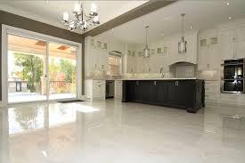 repeindre un meuble cuisine repeindre meuble de cuisine sans poncer repeindre un meuble en bois