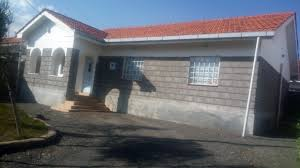 three bedroom house with perimeter wall to let in kiserian