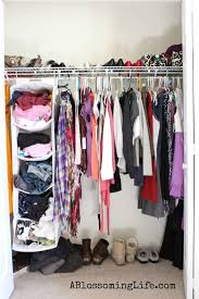 bedroom simple organizing closet design with beige wall for