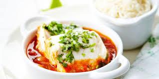 cuisiner dos de cabillaud dos de cabillaud sauce basquaise facile recette sur cuisine actuelle