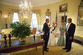 Queen Elizabeth Ii House New Book Has Never Before Seen Pictures Of George W Bush U0027s
