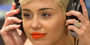 100000 engagement ring miley cyrus keeping 100 000 engagement ring post split with liam