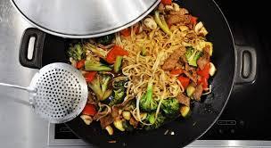 cuisiner dans un wok conseils pour cuisiner au wok
