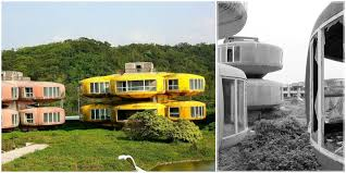 pod houses the ruins of the future the sanzhi ufo houses in taiwan are now