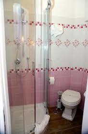 cabina doccia roma cabina doccia fucsia foto di buonanotte roma b b roma tripadvisor