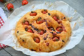 cuisiner les tomates cerises focaccia tomates cerises et tomates confites le de c est