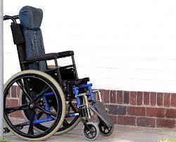 chaise handicap personnes en chaise roulante photo gratuite sur pixabay
