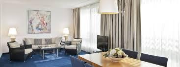 Wohnzimmer In Wiesbaden Suite John F Kennedy Alle Suiten Hotelzimmer Und Suiten