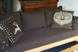 canapé montagne canapé et fauteuil pour joli appartement de montagne couture au