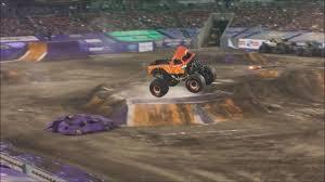 monster truck jam tampa el toro loco u0027s freestyle at monster jam tampa 1 14 17 youtube