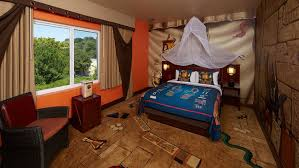 themed rooms legoland hotel adventure rooms legoland california resort