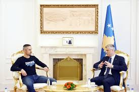 I Am The Flag President Thaçi Hands Over The Flag Of Kosovo To The Alpinists In