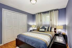 chambre de garde intérieur noir et bleu de chambre à coucher avec la garde robe