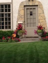 Front Door Planters by Beautiful Doorway Flores Del Sol Arrangements We Love