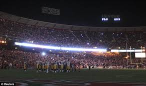 emergency lights when power goes out monday night football delayed twice after power outage at san