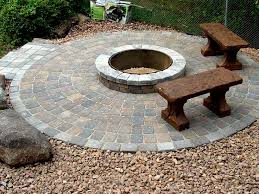 Backyard Stone Ideas by Best 25 Paver Fire Pit Ideas On Pinterest Fire Pit Area