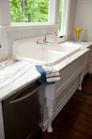 Apron Sink With Backsplash by 25 Best Cast Iron Farmhouse Sink Ideas On Pinterest Cast Iron
