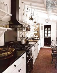 cing kitchen ideas nous avons des tomettes de cette couleur le blanc et le noir