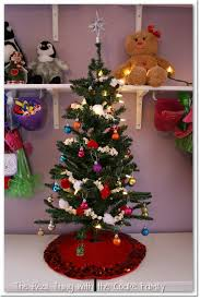 tree decorating ideas popcorn and pom pom garland the real