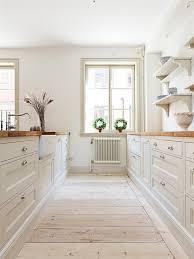 modern country kitchen design por qué tener una mesada de madera en la cocina wood countertops