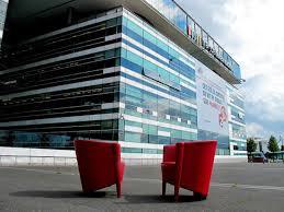 fauteuils rouges complément d enquête on nous avons posé les fauteuils