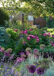 Country Cottage Garden Ideas Discover Which 7 Common Flowers You Wish You Had Never Planted