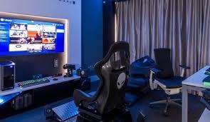 Fabuloso Hotel Hilton inaugura quarto com produtos do universo gamer  @VA25