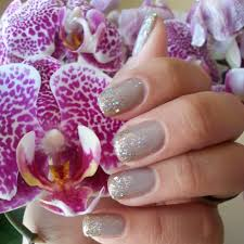 shellac natural color with glitter starting from the tips