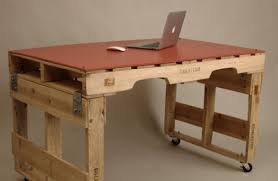 Diy Simple Desk 19 Diy Pallet Desks A Way To Save Money And To Customize