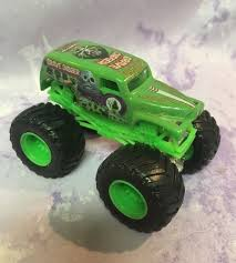 grave digger 30th anniversary monster truck toy wheels monster jam truck green grave digger 4 time champion