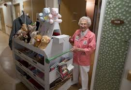 Stanford Health Care Shc Stanford Volunteer Devotes Half A Century To Stanford Hospital News