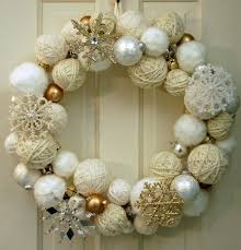 2015 yarn wrapped wreath with silver and golden