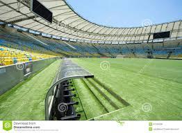 dugout en de hoogte van het voetbalstadion redactionele stock foto