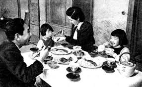 file japanese family meal in 1950s jpg wikimedia commons