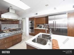 cuisine bois et inox charmant cuisine bois et inox avec cuisine moderne galerie images