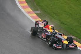 mobil balap f1 gambar jalur basah gerakan kendaraan perjalanan kecepatan