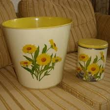 Yellow Wastebasket Find More Vintage 1951 Tin Lithographed Gsw Daisy Pattern