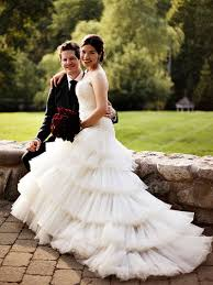 wedding dress miranda kerr gisy s how to notify your wedding guests about your bridal