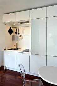 la cuisine est totalement cachée dans un meuble maison gillot