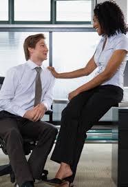 l amour au bureau coucher avec patron amour d enfance faut il faire l amour