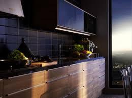 cuisine et bois cuisine et bois crédence carrelage noir meubles noyer