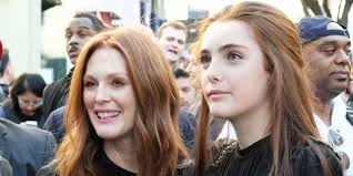 julie ann moore s hair color julianne moore and her daughter look exactly alike liv